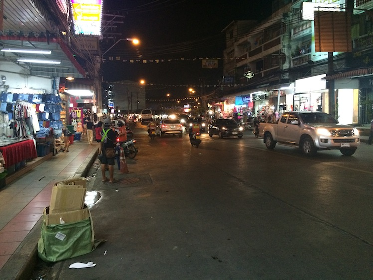 huai khwang night market