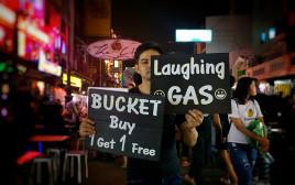 金曜日の夜、観光客が激減したカオサン通りとその周辺を取材した。
