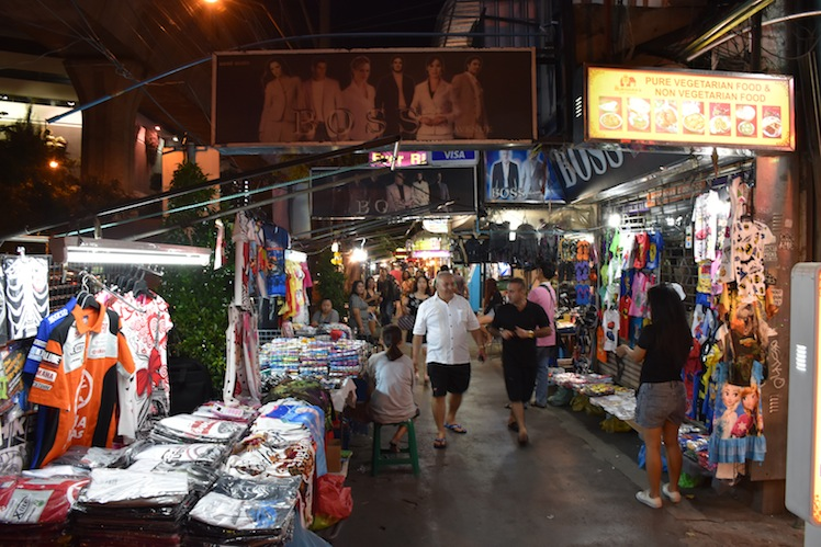 sukhumvit night market