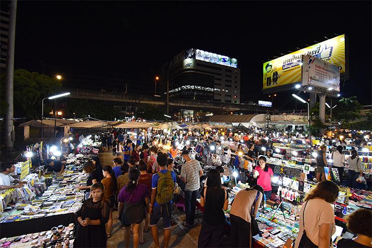 ramkhamhaeng-nightmarket