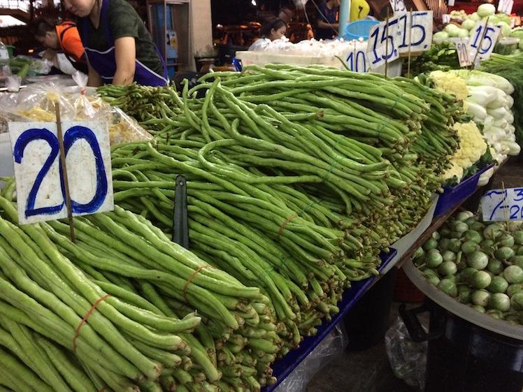 khlong toei market