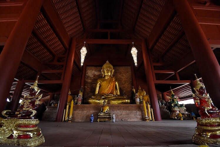 Wat Phra That Chedi Luang buddha