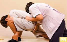 必殺技で肩こり・腰痛をノックアウト! あおいニュートンクリニックの驚きの施術を読者が体験!