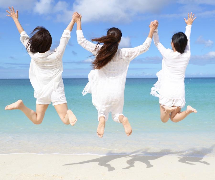 women-enjoy-the-sun-picture-id635682010