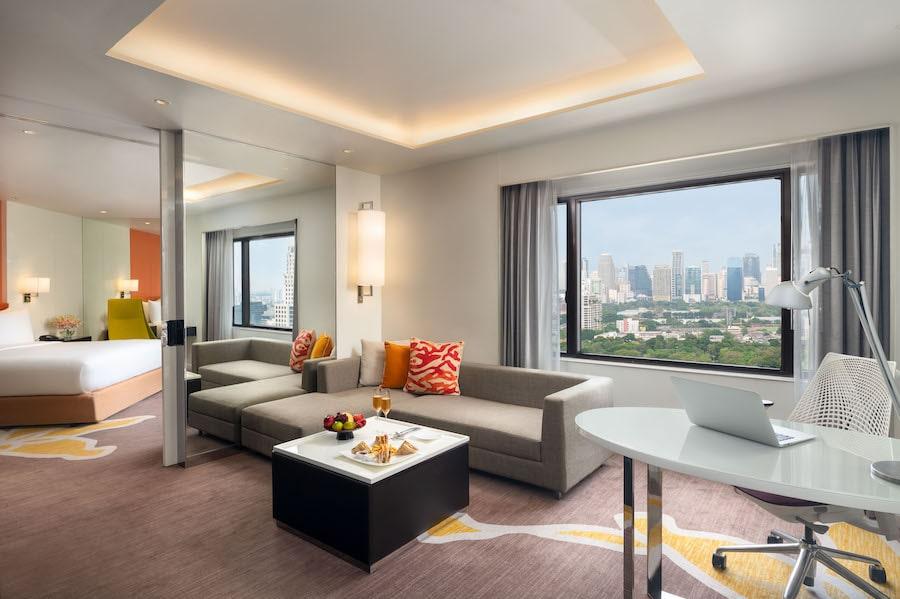 Crowne Plaza Bangkok Lumpini Park - Lumpini Suite Living Room_Low-res-min